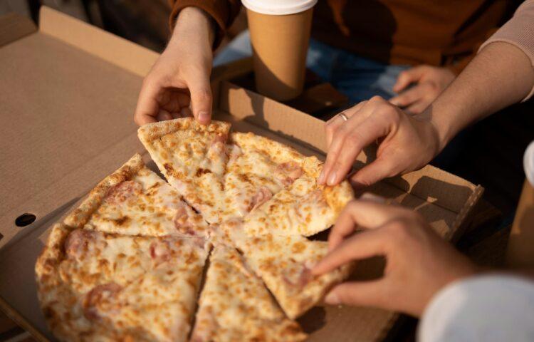 Caixa de Papelão Para Pizza — Como Adquirir Renda Extra Utilizando Esse Produto?